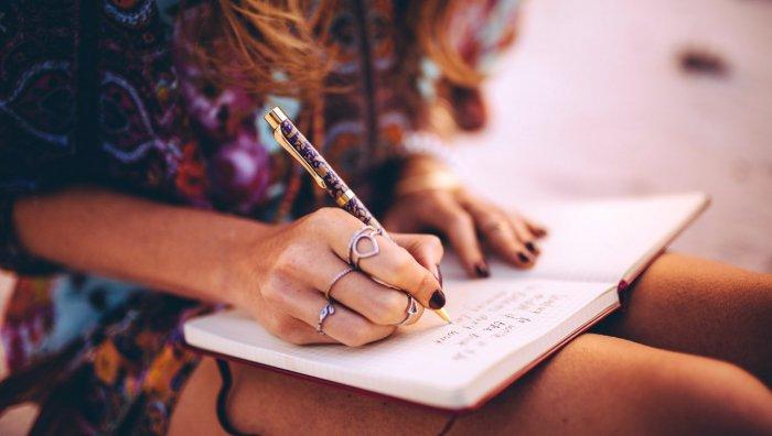 Как девушке написать о любви?