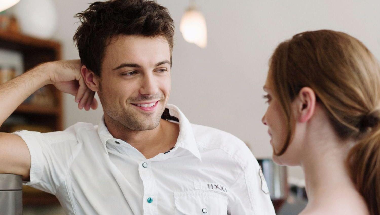 Жесты симпатии мужчины к женщине или жесты влюбленного мужчины
