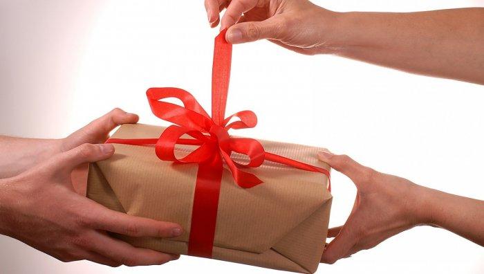 Как сделать подарок другу