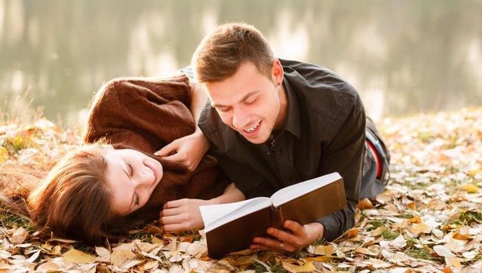 Девушка написала красивые стихи про любовь своему парню