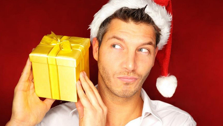 Что подарить на Новый год любимому парню?