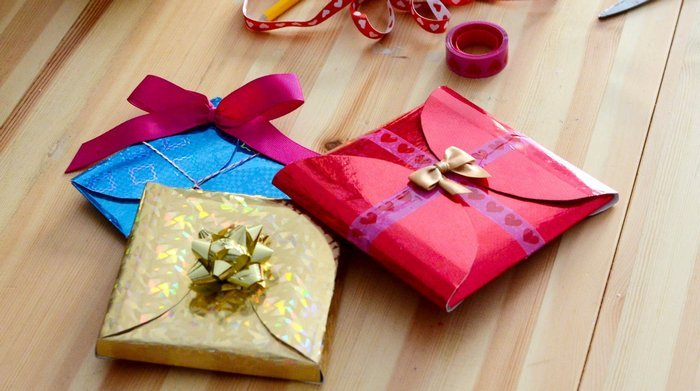 Упаковать подарок